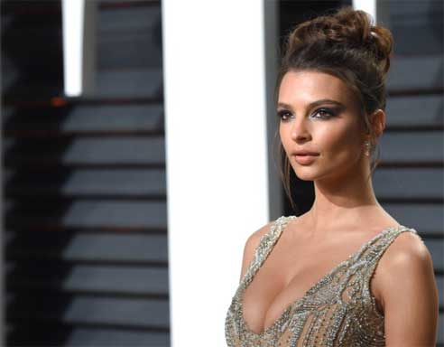 Emily Ratajkowski attracts attention with her large breasts